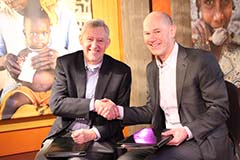 HarvestPlus Director Bouis (L) and World Vision CEO Jenkins (R) shake hands after signing the MoU (Photo: World Vision)