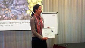 Gudrun Keding recieves poster award. Credit: Bioversity International.