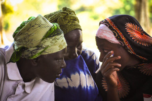 Gathering of community health workers in Kenya. (Photo credit: Molly Snell/ PhotoShare)