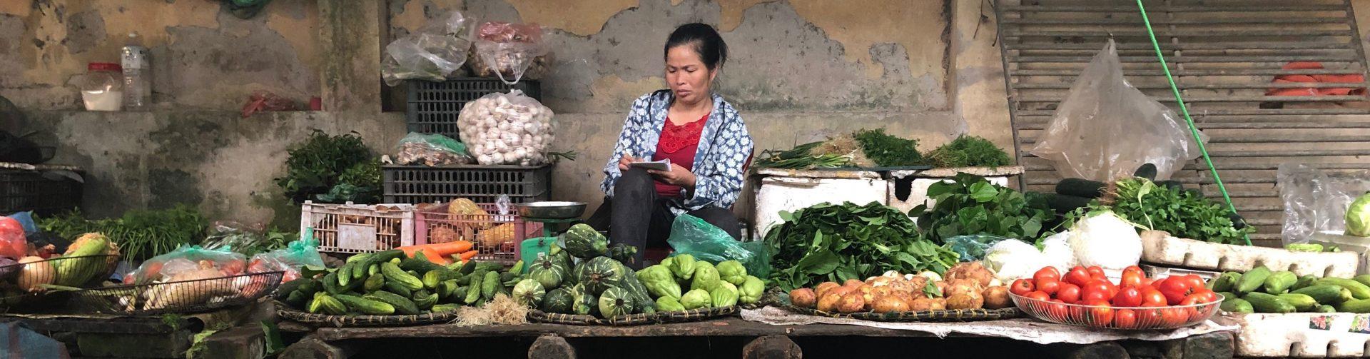 Choosing Between Supermarkets and Wet Markets